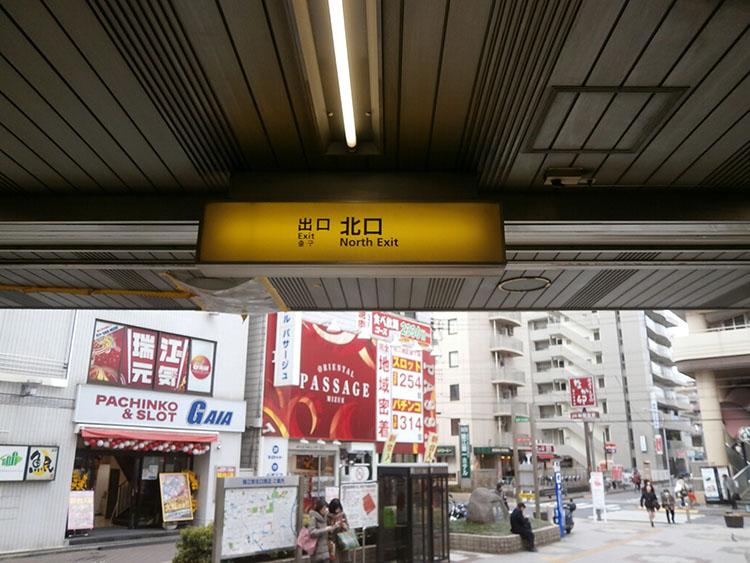 瑞江駅北口を出て、直進します。