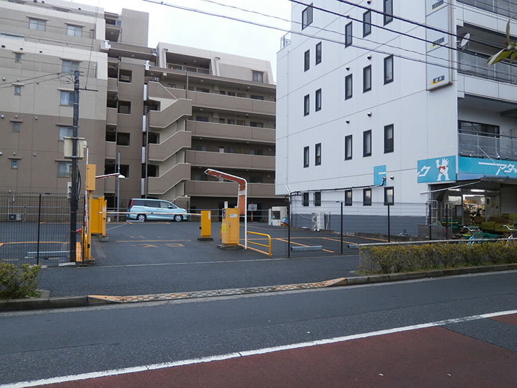 お車でお越しの方は、こちらが提携の駐車場になります。